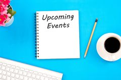 Kommande händelsemeddelande för begrepp på anteckningsboken, tangentbord, med penci Royaltyfri Fotografi