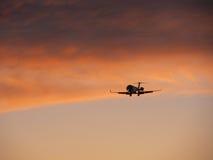 kommande landning för flygplan Royaltyfri Foto