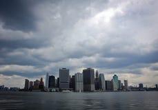 kommande mahattan ny over storm york för stad Arkivfoton
