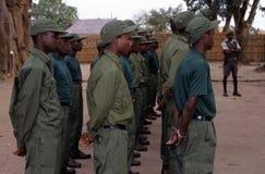 Kommandosoldater under en drillborr i den Gorongosa nationalparken Fotografering för Bildbyråer