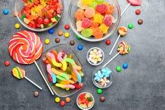 Kommen met heerlijk suikergoed stock afbeelding