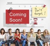 Kommen Mitteilungs-Zeichen-Konzept bald, annoncierend stockfotos
