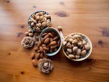 Kommen van noten Stock Afbeelding