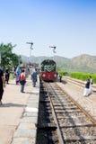 Kommende Taschenreise Azadi-Zugs zu Peschawar und zum gleichen jungen Photogr Stockfotografie
