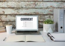 Kommentartext und -graphik auf Laptopschirm Lizenzfreie Stockfotos