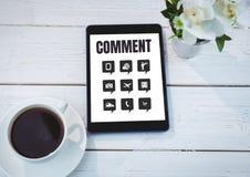 Kommentartext und -graphik auf Tablettenschirm Stockfotografie