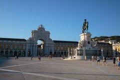 Kommersfyrkant i Lissabon med den rid- statyn av konungen José I Arkivfoton