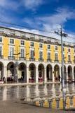 Kommersfyrkanten eller Praca gör Comercio i Lissabon, Portugal Arkivfoton