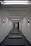Kommersiell byggnadskorridor Royaltyfri Bild