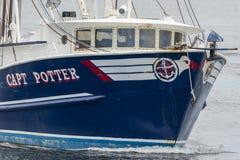 Kommersiell fiska barriär för orkan för skyttelCapt Potter kommande New Bedford royaltyfria foton