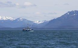 Kommersiell fiskebåt i sydostliga Alaska Royaltyfria Bilder