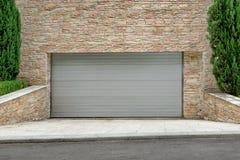 Kommersiell garageport eller liggande armhävning Doo för automatisk elektrisk rulle-upp Royaltyfria Foton