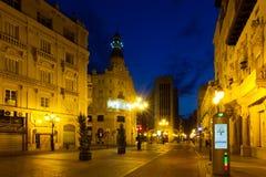 Kommersiell gata i natt Castellon De La Plana Royaltyfri Bild
