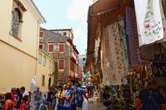 Kommersiell gata Korfu Grekland för gammal stad Fotografering för Bildbyråer