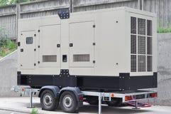 Kommersiell reserv- generator En standby-generator är ett elektriskt system för säkerhetskopia som fungerar automatiskt Arkivfoto