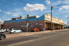 Kommersiella byggnader, gataplats, beviljar torn Royaltyfri Foto