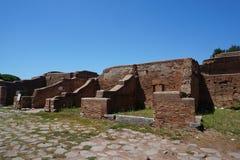 Kommersiella byggnader Ostia Antica f royaltyfri fotografi
