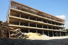 Kommersiella byggnader 10 shoppar konstruktion för 4 golv Royaltyfria Foton