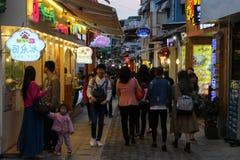 Kommersiella gränder i den Xiamen staden, sydostliga Kina Royaltyfria Bilder
