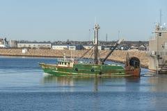 Kommersiella vråk för korsfarare II för fiska skyttel sydlig gå mot skäller arkivbild