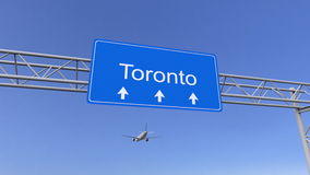 Kommersiellt flygplan som ankommer till den Toronto flygplatsen Resa till Kanada den begreppsmässiga tolkningen 3D Royaltyfri Bild