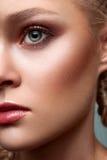Kommerzielles blondes Modell der Schönheit Lizenzfreies Stockfoto