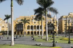 Kommunalt byggande stadshus f?r Lamunicipalidadde lima p? plazaborgm?starearmas lima Peru arkivfoton