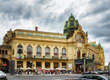Kommunalt hus på republikfyrkanten i Prague Arkivfoton