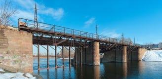 Kommunar ogrobla, zwyczajny most nad Miass rzek? fotografia royalty free
