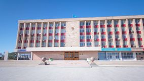 Kommunfullmäktige på hyperlapse för Astana fyrkanttimelapse arkivfilmer