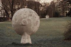Kommunikation in einem Park in München lizenzfreies stockbild