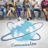 Kommunikation som knyter kontakt online-teknologibegrepp Arkivfoton