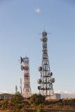 kommunikationer framkallar nästa paussystem som telekommunikationar till todaytorn skallr Arkivbild