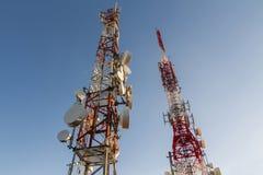 kommunikationer framkallar nästa paussystem som telekommunikationar till todaytorn skallr royaltyfria foton