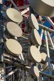 kommunikationer framkallar nästa paussystem som telekommunikationar till todaytorn skallr Royaltyfri Bild