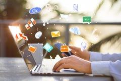 Kommunikations-, Technologie- und Gerätkonzept Stockfotografie