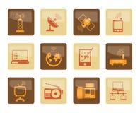 Kommunikations- und Technologieikonen über braunem Hintergrund lizenzfreies stockbild
