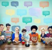 Kommunikations-Unterhaltungsikonen-Sprache-Blasen-Konzept Lizenzfreie Stockbilder