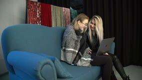 Kommunikationsgeistesblitzdiskussionsteamwork-Frauen stock footage