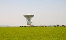 Kommunikationssignal, das Turm empfängt Stockfoto