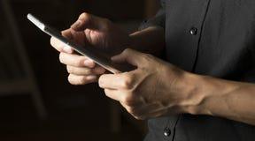 Kommunikationssitzung durch Handy Lizenzfreie Stockfotos