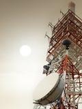 Kommunikationstorn med antenner Arkivbild