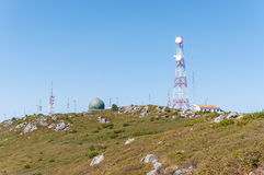 Kommunikationstorn på överkanten av det Foia berget Royaltyfri Foto