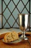 Kommunion-Brot und Wein mit Bibel Lizenzfreie Stockfotografie