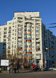 Kommunistisch-Ärawohngebäude, Bukarest, Rumänien stockbilder