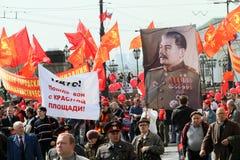 Kommunistische Partei in einer Sammlung, die den Maifeiertag markiert Stockbilder