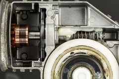 Kommutatorn och avmaskar kugghjulet med en mekanism Arkivfoton