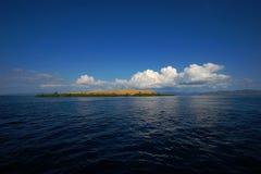 Komodo-Inseln vom Boot Stockbild