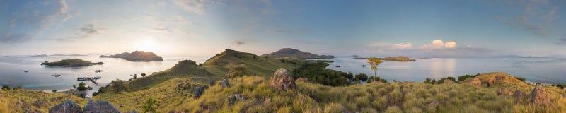 Komodo panorama Arkivfoton