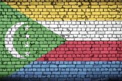 Komoren-Flagge wird auf eine alte Backsteinmauer gemalt lizenzfreie stockbilder